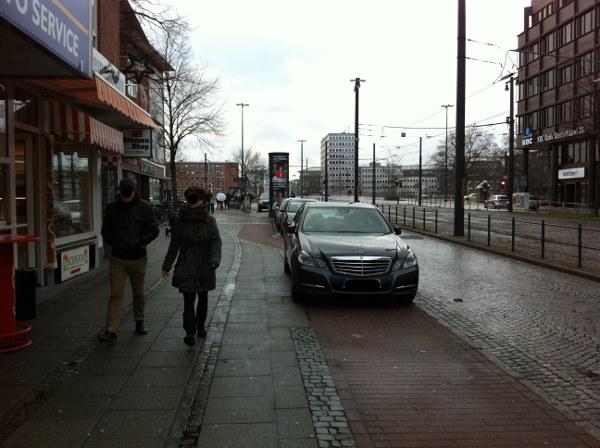 Parken auf Gehweg, Balgebrückstr. Bremen