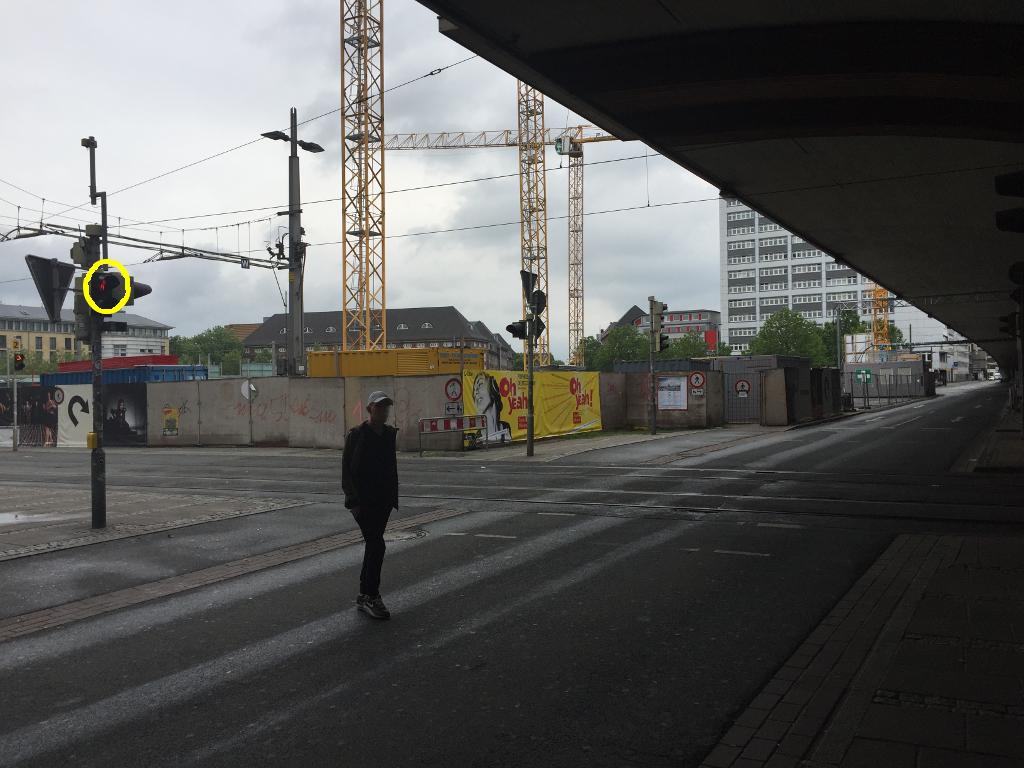 Rote Ampel am Breitenweg in Bremen - weit und breit kein Autoverkehr ... warum dann auf die Ampel warten?
