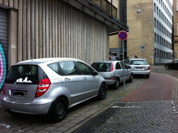 Parken auf Gehweg, Dechanatstra�e Bremen