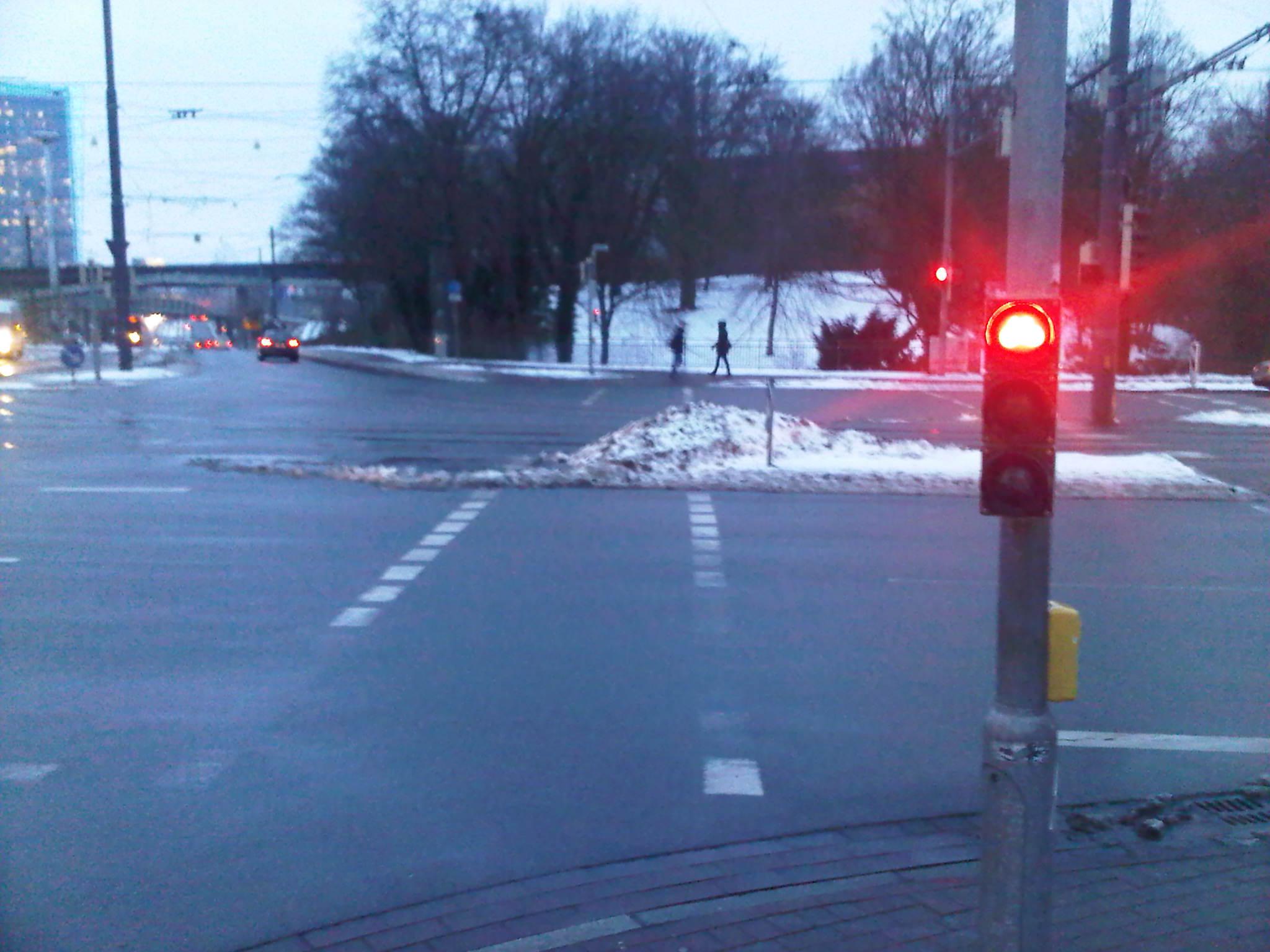 Schneehaufen auf Radweg in Bremen