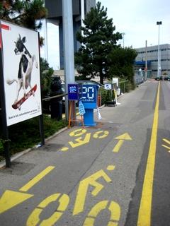 Schild auf Radweg Genf